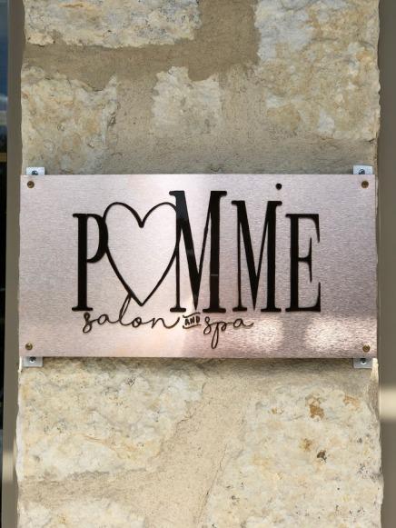 pomme sign